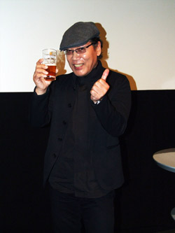 映画「ワールズ・エンド 酔っぱらいが世界を救う!」酒場詩人・吉田類の酔っ払いトークショー(東京・渋谷)