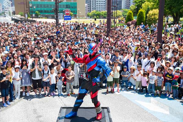 映画『劇場版 仮面ライダービルド』北九州市の大規模ロケ撮影にエキストラ3000人。