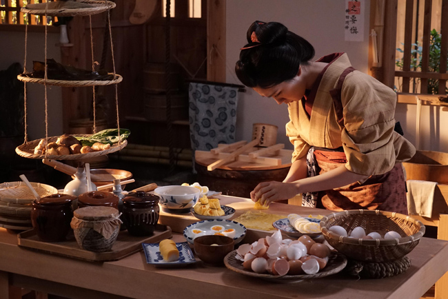 メイキング映像『松本穂香のお料理奮闘帖』、「大根のかつら剥き」など料理を特訓。